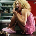 почему перед месячными хочется есть