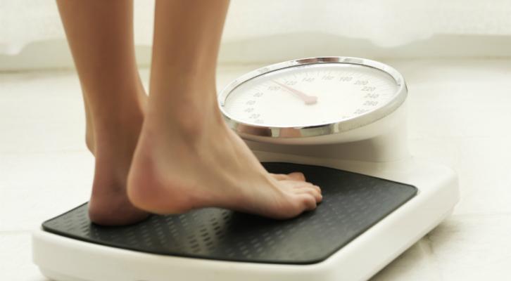 Почему во время месячных увеличивается вес